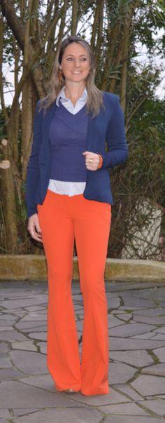 Look de trabalho - look do dia - moda corporativa - fall outfit - winter outfit - look de frio - look de inverno - calça flare laranja - orange pants - azul marinho - blazer azul - blue