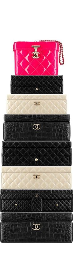 A Chanel handbag is anticipated to get trendy. So how could you get a Chanel handbag? Chanel Handbags, Black Handbags, Fashion Handbags, Chanel Bags, Fashion Purses, Fashion Bags, Leather Handbags, Fashion Trends, Chanel Couture