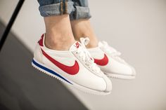 NIKE CLASSIC CORTEZ NYLON WHITE/VARSITY RED-VRSTY ROYAL available at www.tint-footwear.com/nike-classic-cortez-nylon-164 nike classic cortez nylon retro running forest gump run forest run sneaker tint footwear studio munich