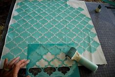 Stenciled Pillows {tutorial} -- New Martha Stewart Decorative Paint Line. Not a cheap craft project but lovely just the same. Stencils, Stencil Diy, Stencil Painting, Fabric Painting, Paint Fabric, Stencil Fabric, Wall Stenciling, Stencil Material, Dyeing Fabric