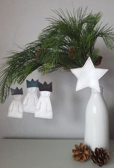 Christmas – heilThe Three Kings with a Star❄ – a designer piece by … - Weihnachten Minimal Christmas, Christmas Mood, Scandinavian Christmas, Green Christmas, Diy Christmas Ornaments, Felt Ornaments, Christmas Decorations, Dyi Decorations, Wreath Boxes
