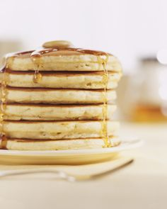 What's the secret to fluffy pancakes? This Bisquick pancakes recipe has a secret ingredient: seltzer water. The bubbles make your pancakes airy and light. Pumpkin Pancakes Easy, Fluffy Pancakes, Pancakes And Waffles, Breakfast Pancakes, Vegan Pancakes, Pumpkin Puree, Cooking Pancakes, French Pancakes, How To Cook Pancakes