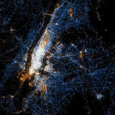 See something or say something: New York // Red dots are locations of Flickr pictures. Blue dots are locations of Twitter tweets. White dots are locations that have been posted to both.