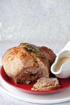Il cosciotto di tacchinella natalizia farcita al profumo di arancio è una ricetta di Natale romagnola che cristina Lunardini ci propone per un menu di terra.