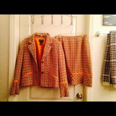 SOLD - Two piece suite color orange in perfect condition metro style Other