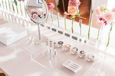 Vibrant Beauty Brand Pop-Ups : glossier popup in london - GadgetRio Glossier Pop Up, Glossier Launch, Glossier Showroom, Window Display Retail, Window Displays, Cosmetic Display, Makeup Display, Cosmetic Shop, Interiors