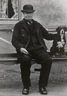 De heer De Regt (senior) uit Wissenkerke, gekleed in Noord-Bevelandse streekdracht. ca 1890 #NoordBeveland #Zeeland