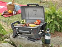 Be it for tailgating, camping or for simple road trips, the Char-Broil Grill2Go X200 can accompany your BBQ needs everywhere you go.