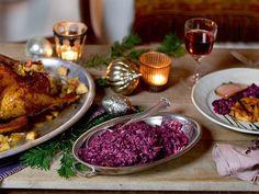 Gans mit Rotkohl in Balsamissimo-Calvados-Sauce und Preiselbeer-Serviettenknödel -