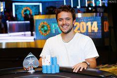 """Yuri Martins Dzvielevski, mais conhecido no poker online como """"theNERDguy"""", é atualmente o jogador número um do ranking mundial de torneios."""
