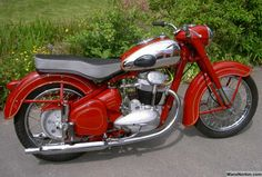 Cafe O, Royal Enfield, Cool Bikes, Cars And Motorcycles, Motorbikes, Vehicles, Model, Bobbers, Planes