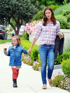 skinny jeans and plaid shirt, Jennifer Garner