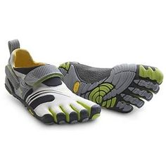 Barefoot Running, Barefoot Shoes, Hiking Shoes, Running Shoes, Running Style, Finger Shoes, Vibram Fivefingers, Mode Man, Five Fingers