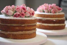 """""""Uma semana bem doce para todos! Naked cake de baunilha com recheio de doce de leite e brigadeiro branco by #marjocakes"""""""