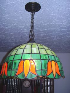 Lámpara colgante en vitral, flores naranja
