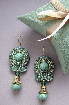 soutache earrings and matching (ultrasuede? Soutache Necklace, Beaded Earrings, Beaded Jewelry, Handmade Jewelry, Turquoise Earrings, Shibori, Tutorial Soutache, Ideas Joyería, Craft Ideas