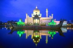http://www.passion.pk/wp-content/uploads/2015/03/Sultan-Omar-Ali-Saifuddin-Mosque_6.jpg