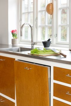 It's mind-blowing! Discover these 10 tips all about Kitchen Interior, Interior Design Living Room, Kitchen Dining, Dining Area, Slow Design, Scandinavian Kitchen, Home Kitchens, Kitchen Remodel, Sweet Home