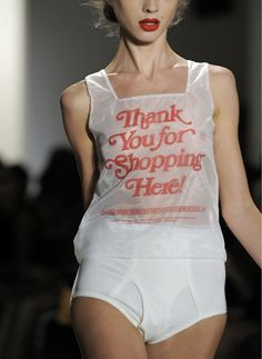 'Thank You' Top jeremy scott Fast Fashion, Cute Fashion, Look Fashion, Fashion Details, Runway Fashion, High Fashion, Fashion Show, Womens Fashion, Fashion Design