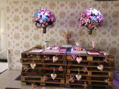Mesa de doces com palets - ArtBella Decorações