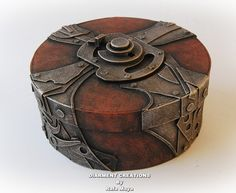 Steampunk hatbox - I have a hatbox, now I really want to make it look cool.  It won't be THIS cool, but still.