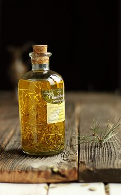 Ingredients: aromatic rosemary & olive oil. Awesome shot by a skilled photographer https://www.flickr.com/photos/kingabw/5436445942/in/set-72157633504977472