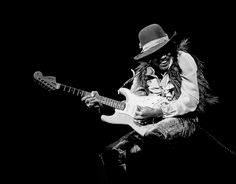 Rock 'n' roll musicians live forever in the mind's eye thanks to iconic photos of them in their element, playing live: Chuck Berry and his … Jimi Hendrix Guitar, Fillmore East, Electric Ladyland, Hey Joe, Best Guitar Players, Jimi Hendrix Experience, Chuck Berry, Guitar For Beginners, Iconic Photos