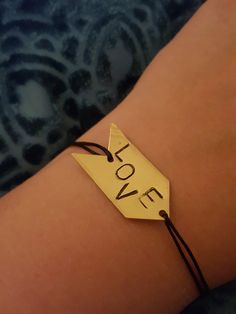 DIY gestanztes Love Armbändchen