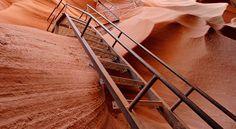Lower Antelope Canyon, Arizona, EUA Esse labirinto de forma abstrata está ao sul do Lago Powell, no Arizona.