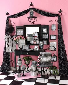 Create a Tres Chic Display