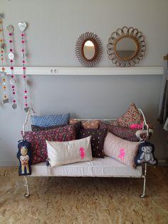 http://www.petit-bazaar.com les petits vintage cushions
