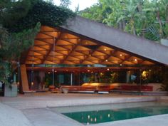 Sheats-Goldstein Residence By John Lautner: A Modernist Masterpiece – Faustian urGe John Lautner, Organic Architecture, Residential Architecture, Amazing Architecture, Architecture Design, California Architecture, Beverly Hills, Beton Design, Arch House
