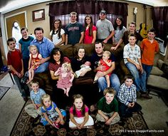 The Duggar Family 20 Kids And Counting, Familia Duggar, Duggar Pregnant, Duggar Family Blog, Dugger Family, Punch In The Face, Sports Celebrities, Bates Family, Christian Families
