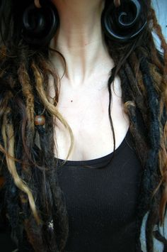 I love dreads and wish I could pull them off.