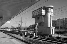 estação de Pinhal Novo, torre de Cottinelli Telmo Train Art, Poster Pictures, Willis Tower, Locomotive, Portuguese, Trains, Past, Southern, Posters