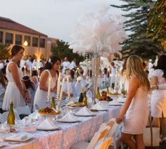@USGrantHotel Team setting up their Diner en Blanc Table in 2013! #DEBSD #DEB #WearWhite