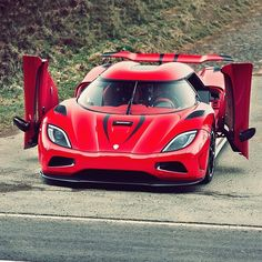 Koenigsegg Agera R - The coolest thing about this car is the doors. No door…