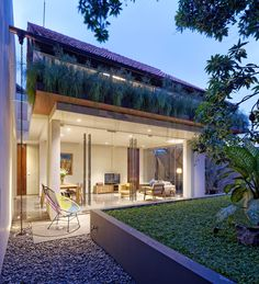 Completed in 2015 in South Jakarta, Indonesia. Images by Fernando Gomulya. Located in a rather busy midtown of Jakarta, DeeRoemah is a renovation project of a two-storey house on a 280 m2 irregular shaped site which...