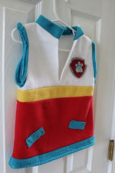 Read on to find instructions for a simple fleece Ryder Vest from Paw Patrol; no zippers, no pockets. TanayaToday
