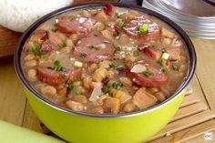 Feijão suculento Portuguese Soup, Portuguese Recipes, Rice Recipes, Keto Recipes, Healthy Recipes, Red Rice Recipe, Brazilian Dishes, Deli Food, Cheeseburger Chowder