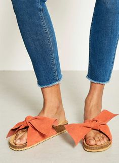 Style and comfort combined in these gorgeous sliders featuring a suede knot #bohostyle #summerstyle Macy Coral Knot Slider from mint velvet