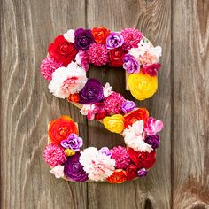 A wooden letter and a bouquet of fake flowers can yield a monogrammed piece that will brighten up your living space: http://www.thesassylife.com/diy-flower-letter/ #DIY #projects #flowers