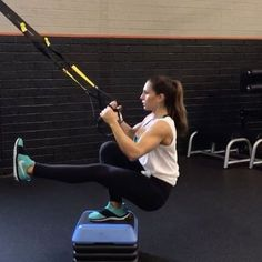 TRX circuit! 1. 15 reps 2. 40seconds 3. 15 reps 4. 40seconds 3-5 rounds #alexiaclark #queenofworkouts #trxworkout #trx #fitgirl #fitnessmotivation #fitness #fitnessgirl #workout #gymworkout #squat #plyo #fullbodyworkout #nike #lululemon