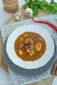 Rețeta de gulaș unguresc. Cum se face gulașul cu carne de vită și găluști din făină. Rețeta de tocană ungurească cu carne de vită. Recipies, Curry, Food And Drink, Meat, Ethnic Recipes, Recipes, Beef, Food Recipes, Rezepte