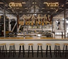 Mercat - Amsterdam - cava & vino Bar seating up against the kitchen with restaurant service from the sides.