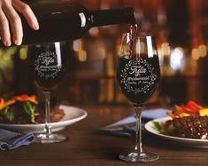 BRIDAL WINE GLASSES Glass For Bridesmaid Custom Wine Glass image 3 Rustic Wine Glasses, Bridal Wine Glasses, Monogram Wine Glasses, Diy Wine Glasses, Flute Glasses, Big Wine Glass, Pint Glass, Christmas Wine Glasses, Wine Glass Designs