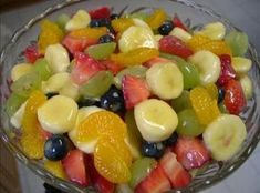 Fruit Salad to Die For! // the only sweetener in this salad is a box of vanilla instant pudding and the juice from a can of pineapple. Jost Jost Archer this is the fruit salad i was talking about! Creamy Fruit Salads, Fruit Salad Recipes, Easy Fruit Salad, Jello Salads, Fruit Salad Pudding, Breakfast Fruit Salad, Pudding Desserts, Fruit Salad Glaze Recipe, Fresh Fruit Salad