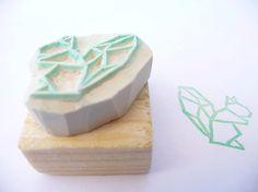 Tampon en gomme motif écureuil origami gravé à la par Kraftille, €6.00