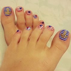 Nice summery look with the American look and the ocean look! Fine looking nails! Fun to do!