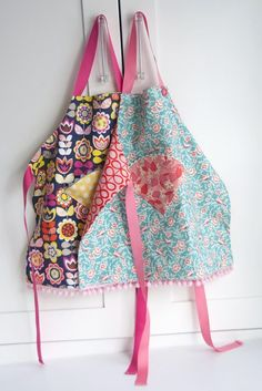 Childs reversible fat quarter apron - Free sewing pattern